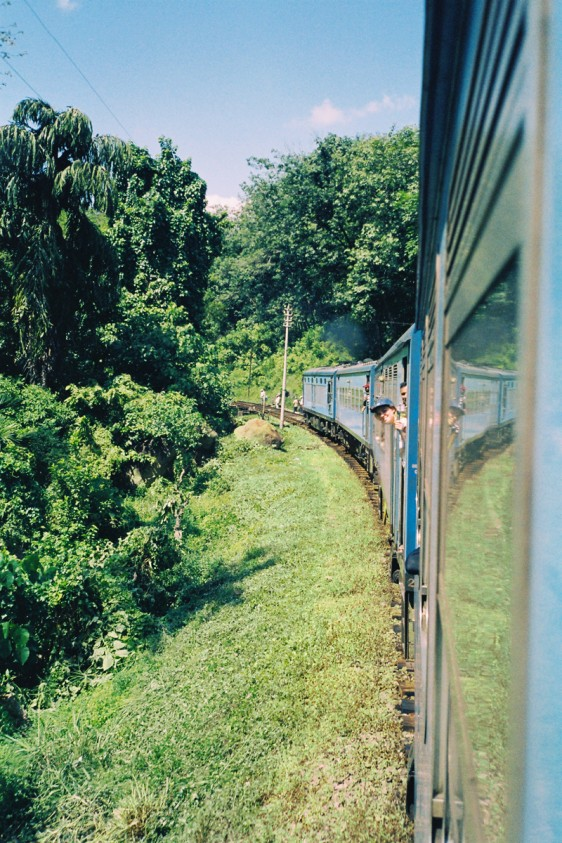 Sri-Lanka-Travel-Guide-Train